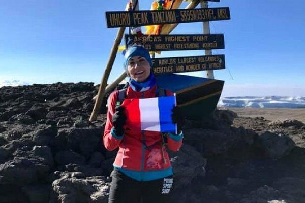 Vanessa Morales au sommet du Kilimandjaro