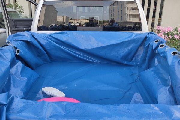 Hérault : cinq personnes se baignaient à l'arrière d'un pick-up transformé en piscine - Août 2021.