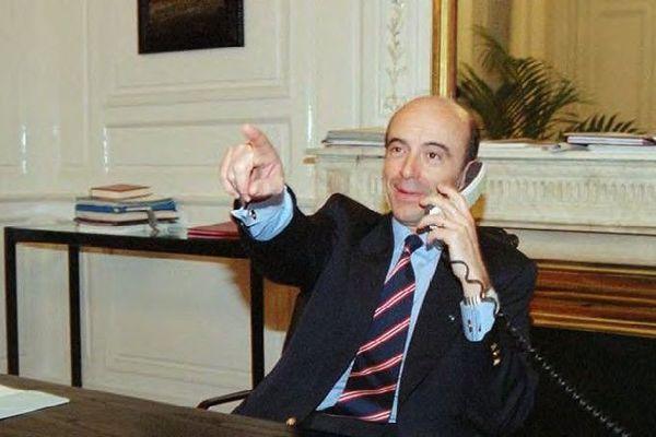 Alain Juppé à son bureau de Mairie de Bordeaux