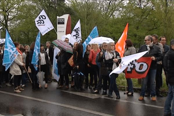 Rassemblement des salariés du site IBM de Boigny-sur-Bionne, le 22 avril 2016, dans le Loiret.
