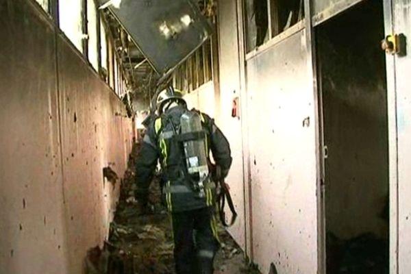 L'intérieur de l'ancienne école Paul Langevin d'Alès a été détruite par le feu