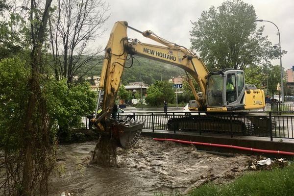 Intervention pour empêcher la rivière Luye de déborder à Gap.