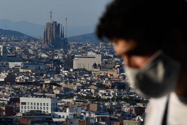En Espagne, les mesures de restrictions sont décidées au niveau régional et restent globalement moins strictes qu'en France.