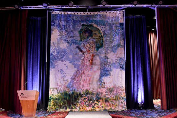 L'oeuvre, reproduction d'un tableau de Monet, a été exposée à la Vogue Knitting Live!, un évènement autour du tricot et du crochet, le 13 janvier 2017, à New-York.
