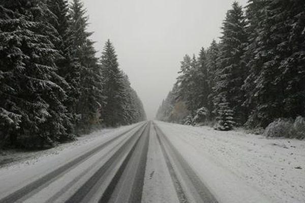 La vigilance orange neige-verglas démarre lundi 29 octobre à 8 heures sur le Puy-de-Dôme, le Cantal et la Haute-Loire.