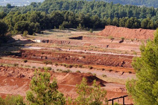 Le site de MangeGarri à Gardanne où les résidus de bauxite qui produisent les boues rouges sont stockés sous forme solide.