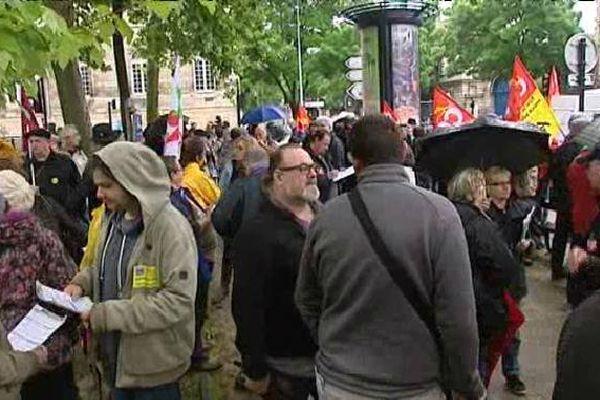 Plusieurs syndicats étaient rassemblés à Bordeaux pour le défilé du 1er mai