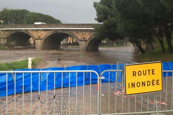 La Massane qui se jette en mer Méditerranée dans le port d'Argelès-sur-Mer dans les Pyrénées-Orientales a atteint sa cote d'alerte ce mercredi 22 janvier en raison des fortes pluies de la tempête Gloria.