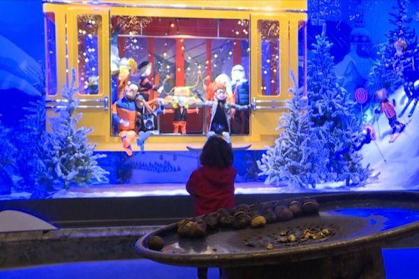 Les vitrines des grands magasins, boulevard Haussmann.