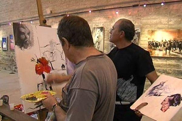 """Certains artistes travaillent sur la même toile, à la façon d'un """"cadavre exquis"""" à découvert."""