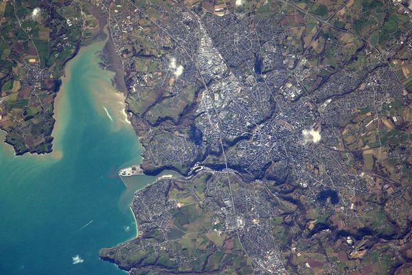 La ville de Saint-Brieuc prise en photo depuis l'espace par Thomas Pesquet.