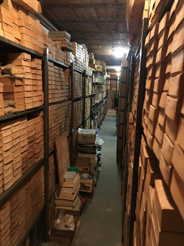 L'Université de Bordeaux conserve des milliers d'échantillons prélevés depuis le 19ème siècle dans le sous-sol du Bassin Aquitain. Une mémoire du sous-sol, unique en France, précieuse pour les géologues