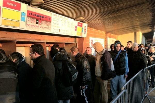 Les Rouennais ont bravé le froid pour acheter leur billet pour le match FCR-OM.