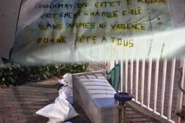"""""""Confirmation: effet d'aubaine Vêtement de marque cible sans armes ni violence. Bonne Fête à tous"""". Voilà ce que les malfaiteurs ont écrit sur les colis volés et qu'ils ont restitué."""