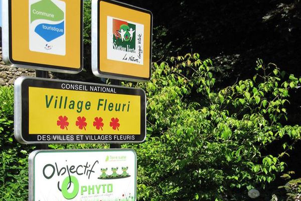 L'entrée de Fraïsse-sur-Agoût, petit village multi-labellisé des hauts cantons de l'Hérault - juin 2019