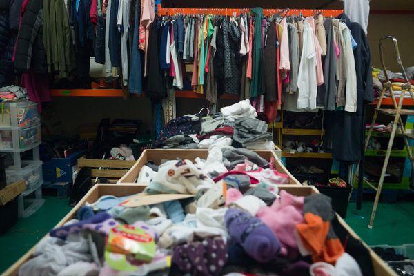 Vêtements triés, lavés et remis en vente