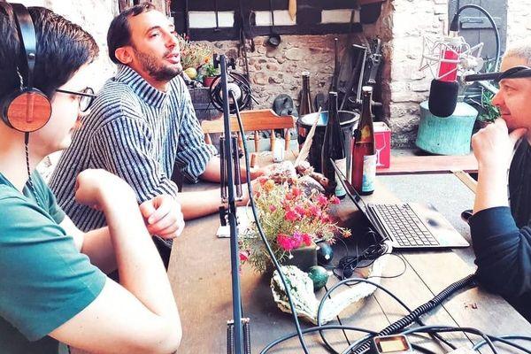 Dans son podcast Du raisin et des papilles, Mickaël Weiss rencontre des vignerons alsaciens.
