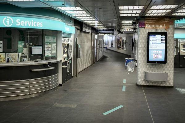 Les transports en commun ont été désertés avec la mise en place du confinement. Photo prise le 9 avril 2020