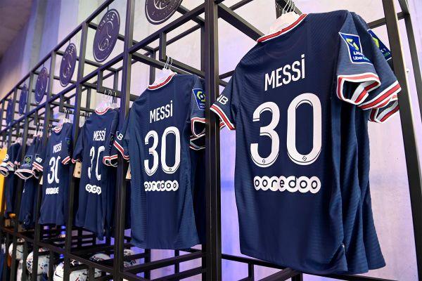 Le maillot officiel du PSG avec le flocage de Lionel Messi