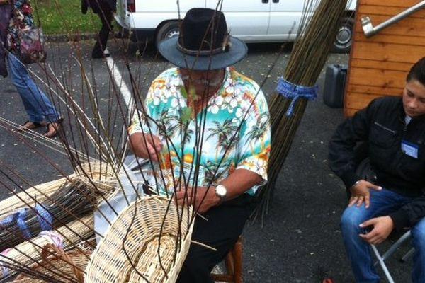Les métiers anciens sont présentés ce mardi matin, lors du premier colloque consacré aux gens du voyage