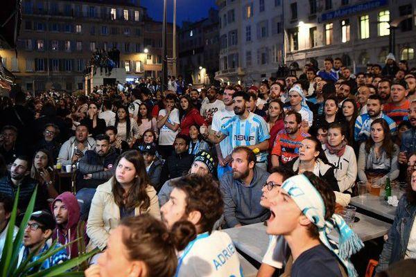 Sur cette terrasse du cours d'Estienne d'Orves les visages s'assombrissent. Madrid mène 2 - 0.