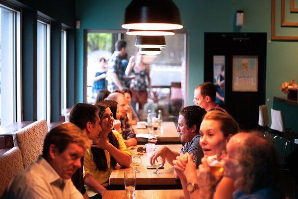 Distanciation physique et gestes barrières seront désormais la règle au restaurant