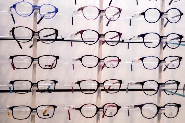 Le lunetier jurassien licencie la moitié de ses effectifs.