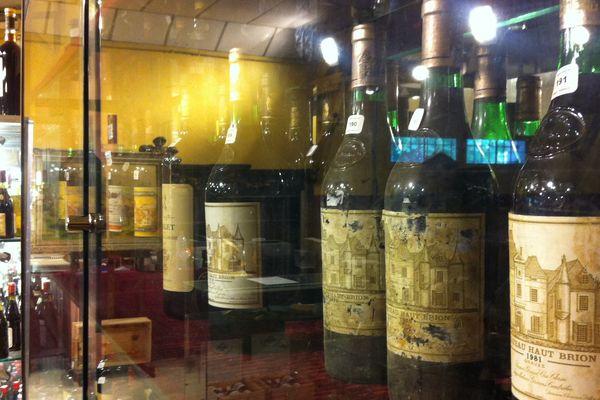 Certaines bouteillent valent plusieurs milliers d'euros aux enchères.