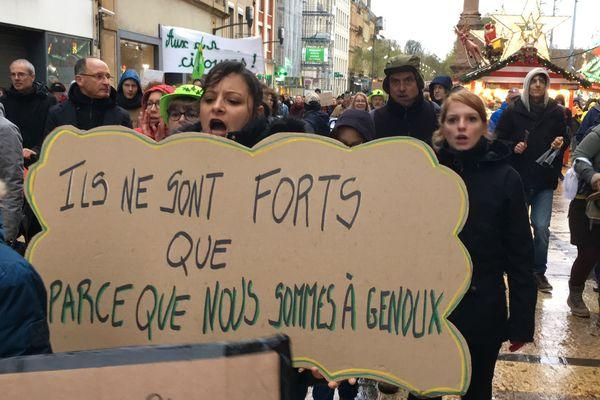 Près de 600 personnes ont défilé pour la marche pour le climat ce samedi 8 décembre à Metz.