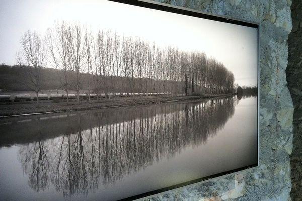 L'exposition l'eau et les rêves se niche au sein de l'abbatial de Jumièges.