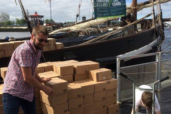 Le Grayhound embarque à Nantes cinq tonnes de muscadet bio