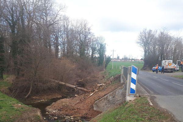 Toutes les équipes des quatre départements auvergnats ont été mobilisées, ainsi que les partenaires d'Enedis. Jeudi 7 mars, près de 2 000 foyers sont privés d'électricité dans l'Allier, la Haute-Loire, le Cantal et le Puy-de-Dôme, comme ici à Lezoux.