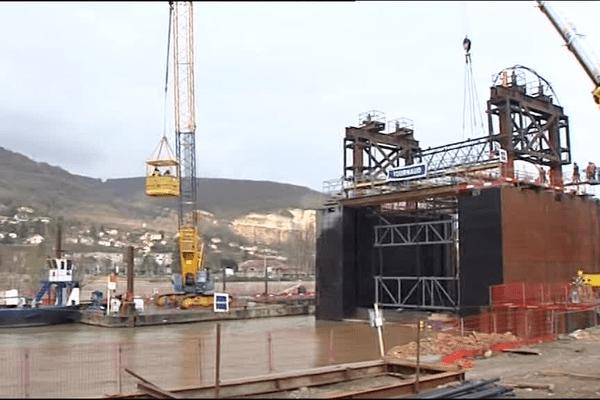 L'écluse de Couzon sera rallongée de 10 mètres grâce à cette structure métallique - 8/3/16