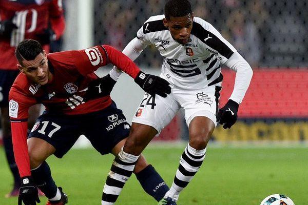 Duel sur le terrain entre le Lillois Rony Lopes et le Rennais Ludovic Baal hier soir au Stade Pierre-Mauroy.