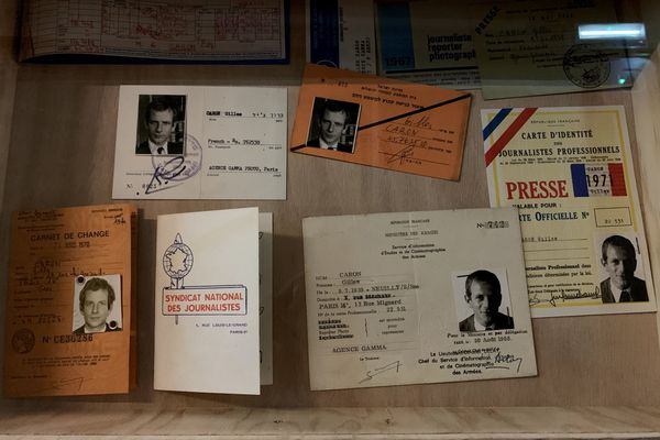 Les différentes cartes de presse de Gilles Caron.