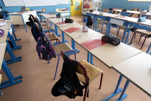 152 classes ont été fermées en maternelle et en primaire la semaine dernière dans l'Académie de Nice. Au niveau national, 3.000 classes sont actuellement fermées en France en raison de cas de Covid-19, annonce ce lundi 13 septembre le ministre de l'Education nationale.