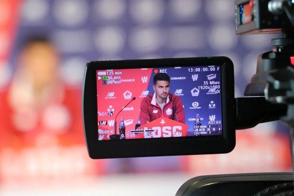 Zeki Çelik filmé en conférence de presse au Domaine de Luchin.