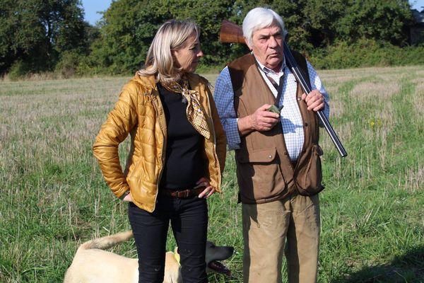 Edouard-Alain Bidault fait découvrir à Sylvie comment se déroule une matinée de chasse dans le Maine-et-Loire (49)