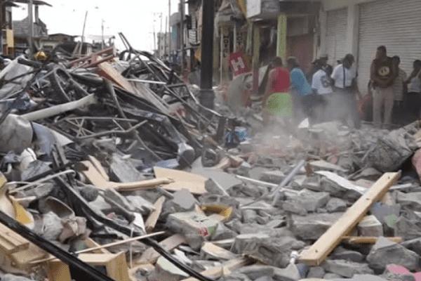 Le séisme qui a frappé l'Equateur a fait au moins 525 morts et 1700 disparus