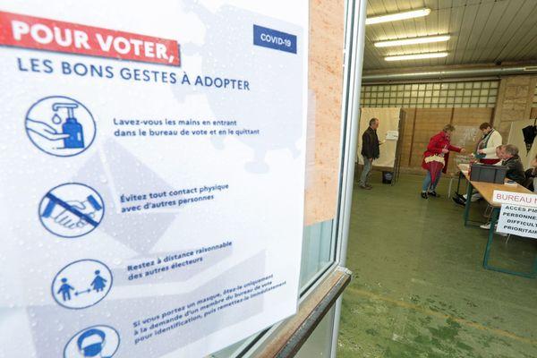 Un bureau de vote à Lorient à l'heure du coronavirus