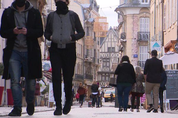L'horaire du couvre-feu reste maintenu à 20 heures dans le département de l'Yonne (image d'illustration)