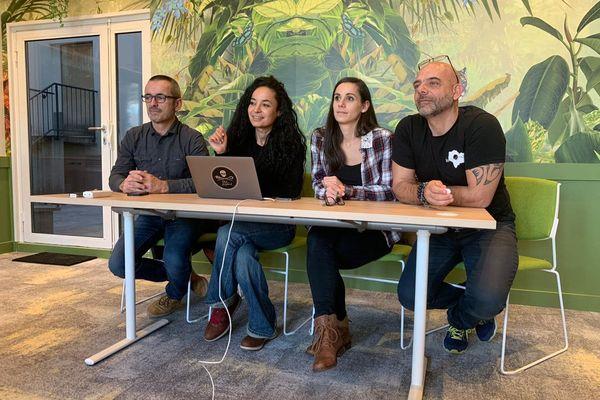 Gilles Moyne (à gauche) et les membres de l'ONG Rewild en conférence de presse à Paris