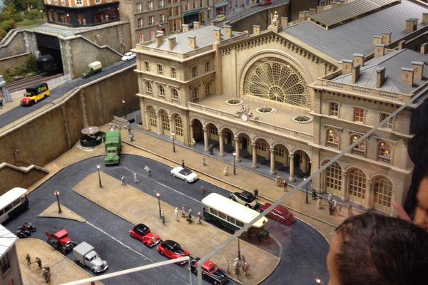Une maquette miniature de la gare de l'Est, au musée Rambolitrain, à Rambouillet.