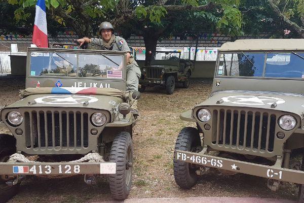 Sur une jeep américaine de 1944, avec le même uniforme que celui fourni par les Américains à son grand-père Jean, Vincent refait le trajet de la 1ère DB du maréchal de Lattre de Tassigny, à Chamborigaud (Lozère) le 30 aôut 2019.
