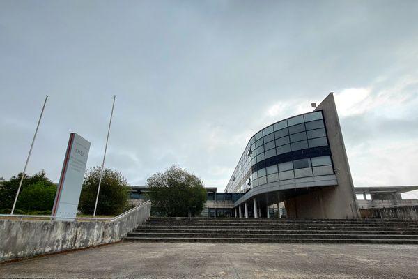 A l'ENSIL-ENSCI, une école d'ingénieurs de Limoges, 7 étudiants ont été testés positifs au Covid-19 et 40 cas contacts attendent les résultats du test.