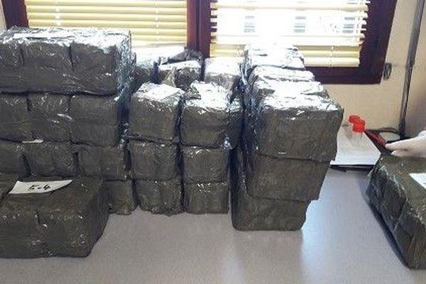 """Les douanes de Cierp-Gaud avaient saisi dans le transporter de la """"mule"""", 75 kilos cannabis dans 5 sacs de sport."""