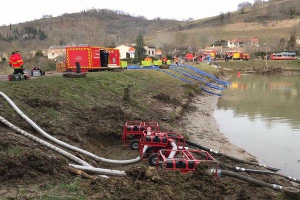 Aude - des pompes géantes vident le lac de Chalabre dont le barrage et les digues sont fragilisés - 27 janvier 2020.
