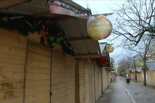Même les chalets de Noël sur les allées de Tourny faisaient portes closes
