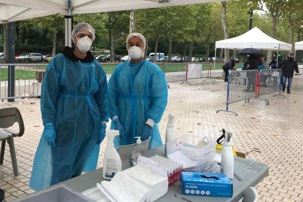 Coronavirus : drive des allées Jules Guesde à Toulouse, le dimanche matin