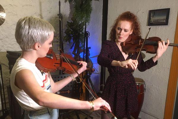 """Camille et Julie Berthollet pour leur nouvel album """"Nos 4 Saisons"""", sorti le 24 janvier."""